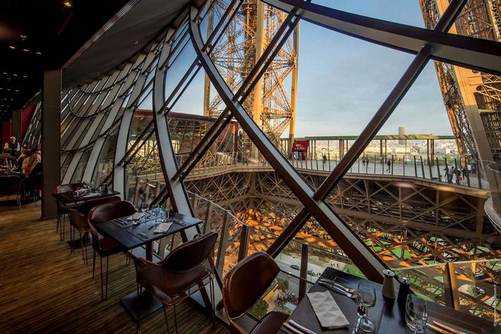 dinner on the first floor of the eiffel tower restaurant 58 tour eiffel paris. Black Bedroom Furniture Sets. Home Design Ideas
