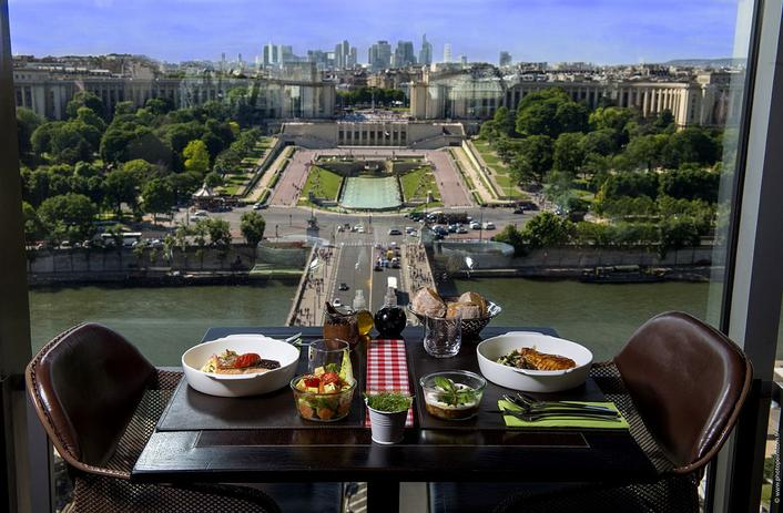 lunch on the first floor of the eiffel tower restaurant 58 tour eiffel paris. Black Bedroom Furniture Sets. Home Design Ideas